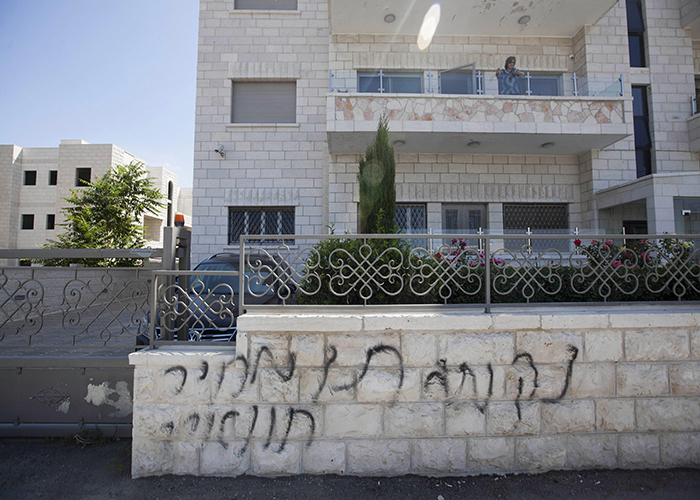 احراق سيارات وكتابات انتقامية للفلسطينيين في القدس الشرقية