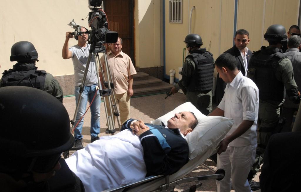 صورة مبارك في الفراش ثالث أفضل صورة بالعالم