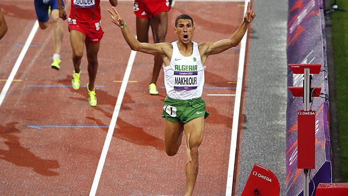 """""""توفيق المخلوفي"""" بطل سباق 1500 متر"""