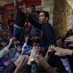 صور ابو تريكة على الاعناق يهتف لضحايا احداث مجزرة ملعب بورسعيد
