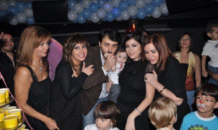 من اليمين : والدة ديمة الفنانة مها المصري , ديمة بياعة , تيم حسن ,  خالتها سلمى المصري