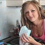 شابة بريطانية تأكل اسفنج التنظيف و الصابون بصورة يومية !