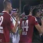 اعتداء حارس مرمى اماراتي على لاعب ومدرب