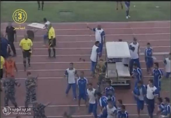 لقطة من الفيديو على اليوتيوب من تلفزيون الشباب الكويتي والذي يظهر احداث الشغب التي دارت بين اللاعبين الكويتين واللبنانين والتي اضطر فيها قوات مكافحة الشغب الى اطلاق العيارات النارية الرصاص الحي في الجو
