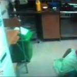 صور وفيديو خادمة تتبول في الاكل