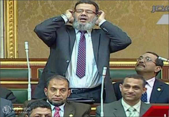 صور النائب ممدوح يرفع الاذان داخل مجلس الشعب المصري