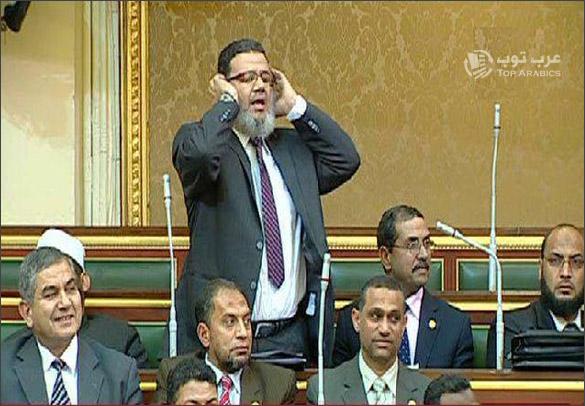 النائب ممدوح يرفع الاذان داخل مجلس الشعب المصري