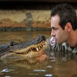 تمساح يلتهم مؤخرة صياد اوغندي