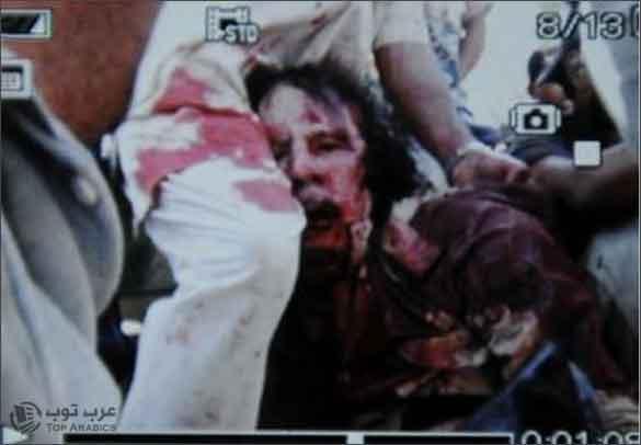 صورة مقتل معمر القذافي وهو جريح كما نشرتها فرانس بريس
