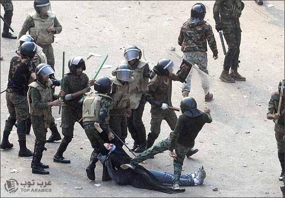 الجيش المصري يعرّي ملابسها التحرير
