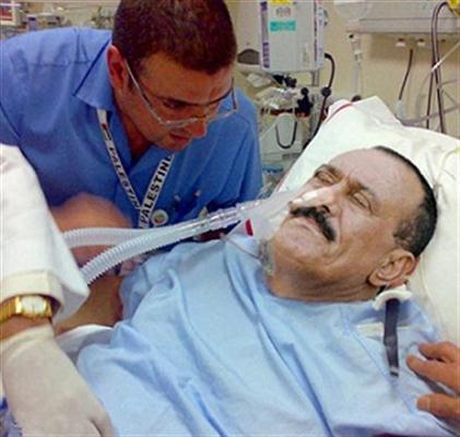 صورة الرئيس اليمني علي عبدالله صالح وأنباء عن مقتله متأثراً بجروحه