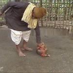 اب يقتل ابنه